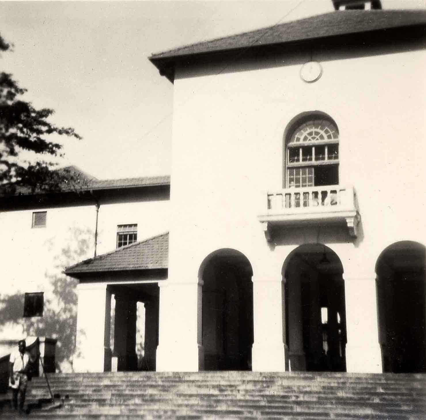 Nairobi Primary School, fa�ade and (within) the Pillared Hall, 1949